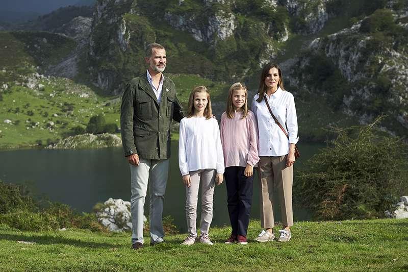 Reina Letizia, Rey Felipe, Princesa Leonor, Princesa Sofía, Paisaje natural, Parque Nacional Covadonga