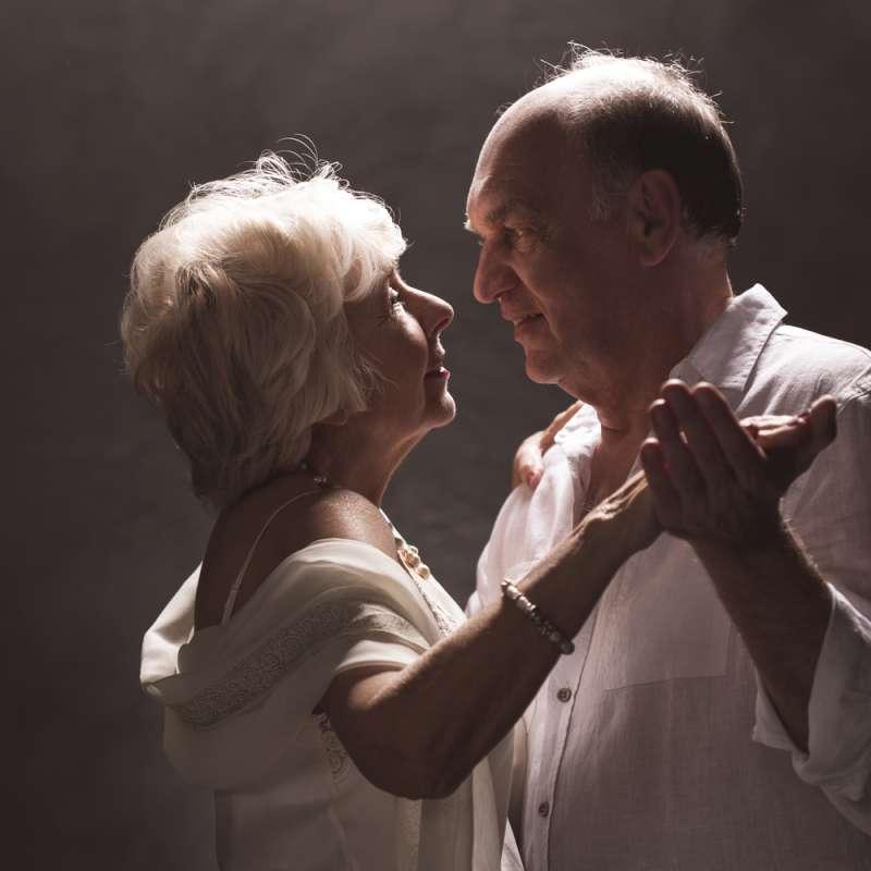 """Замуж никогда не поздно: """"молодожены"""" 84 и 90 лет поженились спустя 40 лет ухаживаний"""