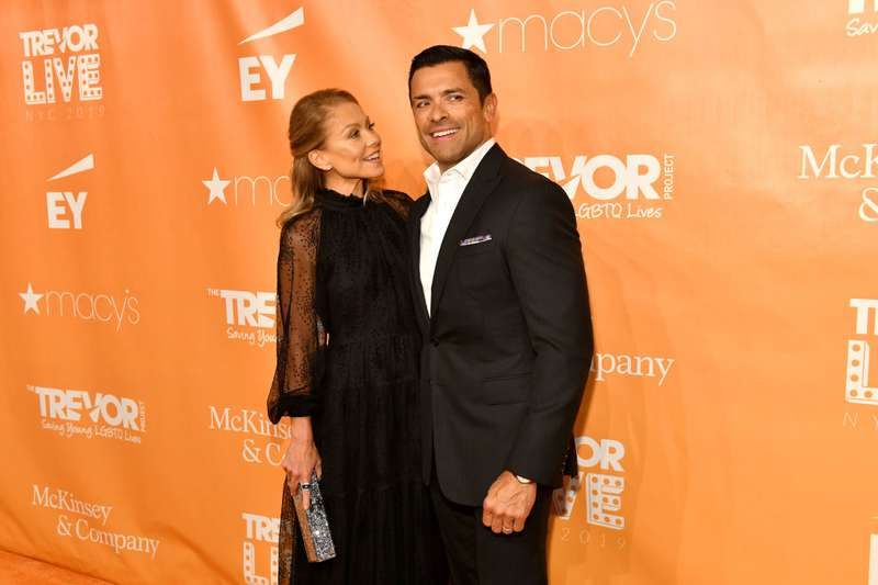 What A Steamy Chemistry! Kelly Ripa And Mark Consuelos Were Spotted In A Sweet PDA At The LIVE GalaWhat A Steamy Chemistry! Kelly Ripa And Mark Consuelos Were Spotted In A Sweet PDA At The LIVE GalaWhat A Steamy Chemistry! Kelly Ripa And Mark Consuelos Were Spotted In A Sweet PDA At The LIVE Gala