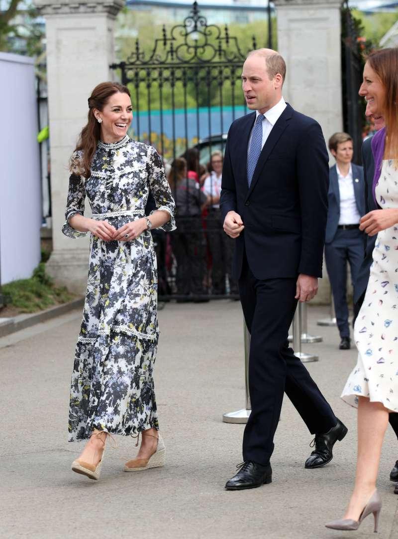 केट के शरीर की भाषा और राजकुमारी डायना के बीच एक समान समानता!