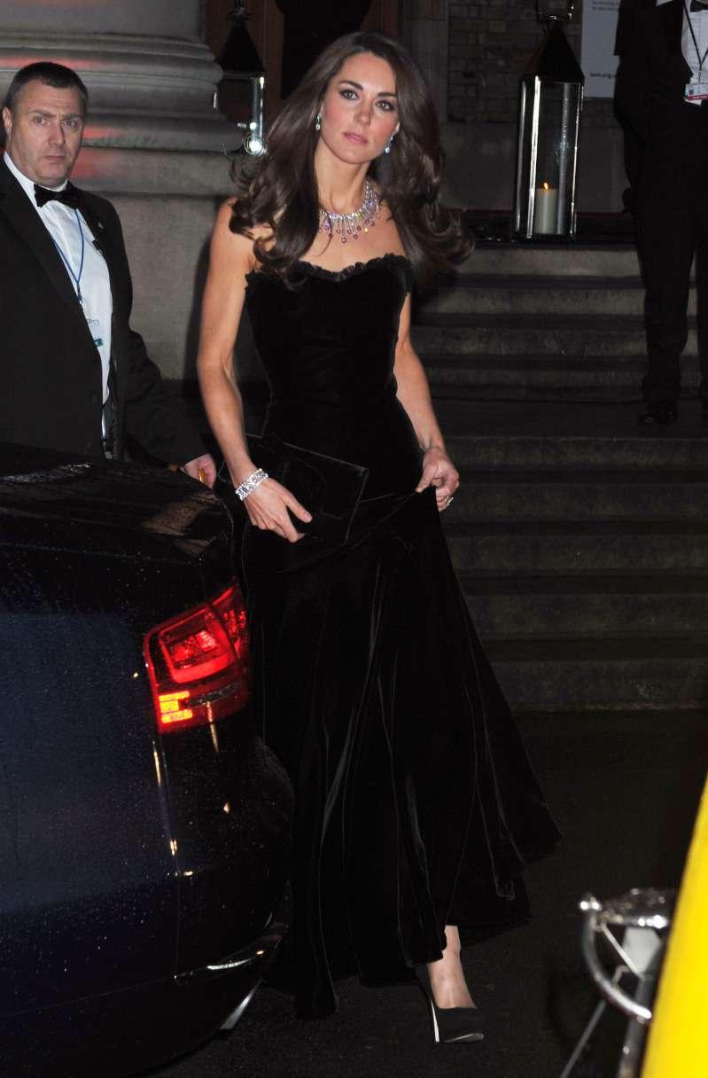 Kate Middleton parecía diva de Hollywood con su impresionante vestido de terciopelo negro