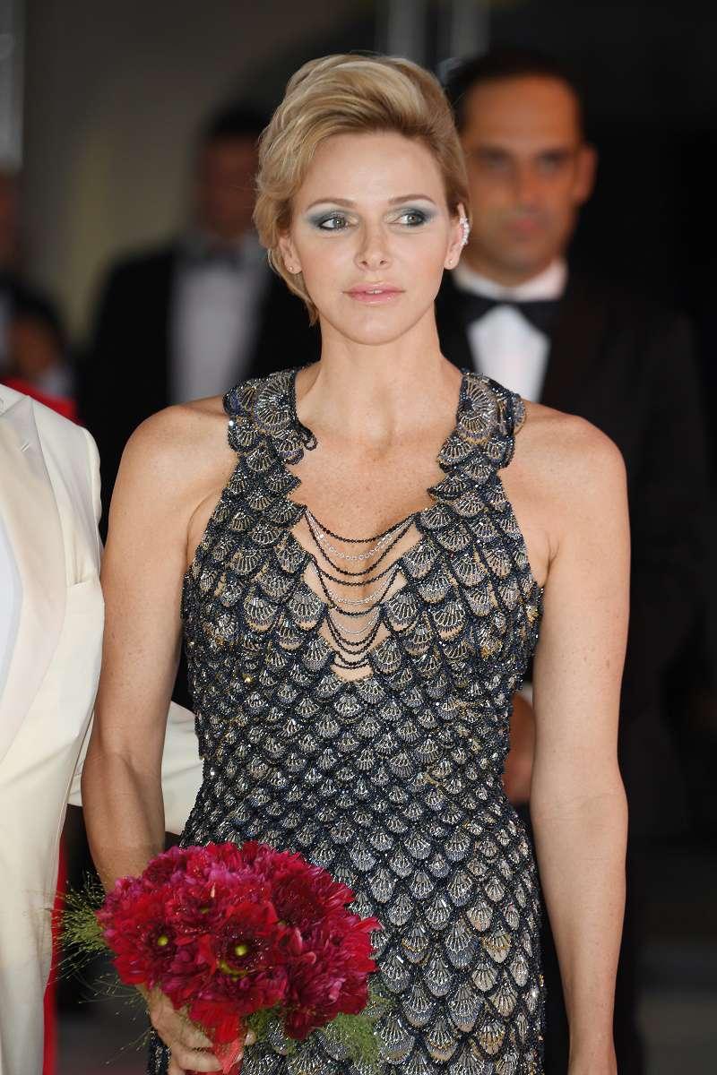 Die Fürstin von Monaco zeigt, wie man seine Vorteile hervorhebt, auch wenn dein Körper nicht sehr feminin ist