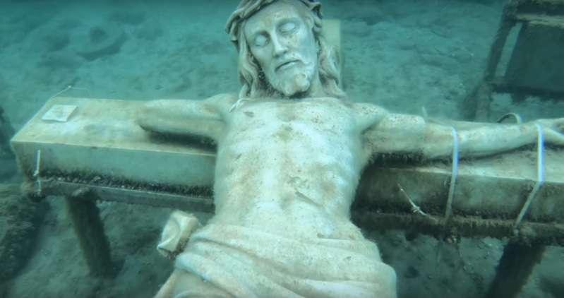 Um mistério feito de mármore: Como uma estátua de Cristo de 3 metros foi parar no fundo de um lago nos EUA?Um mistério feito de mármore: Como uma estátua de Cristo de 3 metros foi parar no fundo de um lago nos EUA?Um mistério feito de mármore: Como uma estátua de Cristo de 3 metros foi parar no fundo de um lago nos EUA?Um mistério feito de mármore: Como uma estátua de Cristo de 3 metros foi parar no fundo de um lago nos EUA?Um mistério feito de mármore: Como uma estátua de Cristo de 3 metros foi parar no fundo de um lago nos EUA?