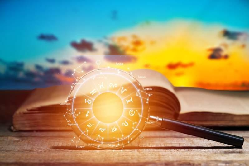 Amour et astrologie : Une astrologue professionnelle donne la date de mariage idéale pour 2020