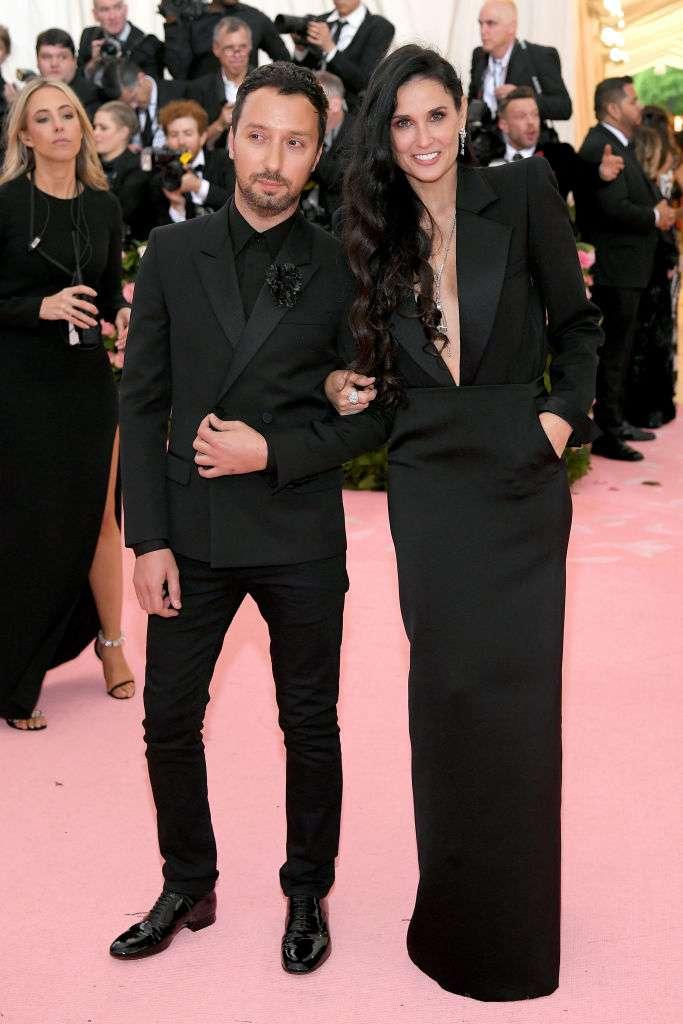A pecho descubierto: Demi Moore impresionó con un atuendo muy atrevido durante la MET Gala