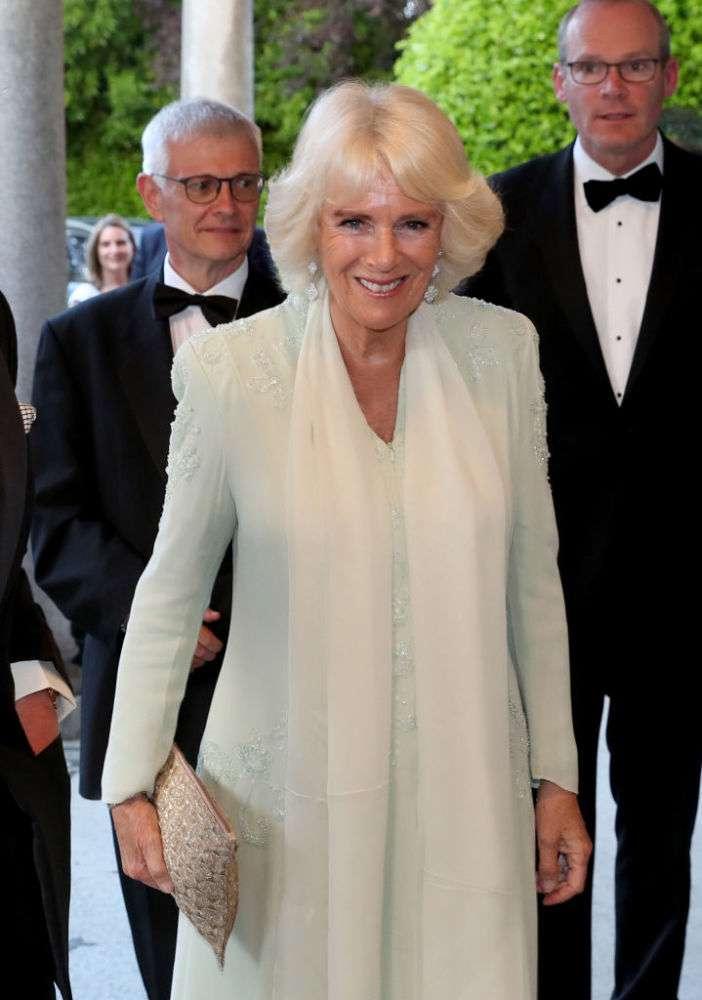 Camilla n'est-elle pas ravissante en blanc ? La duchesse nous montre ses plus beaux lookscamila