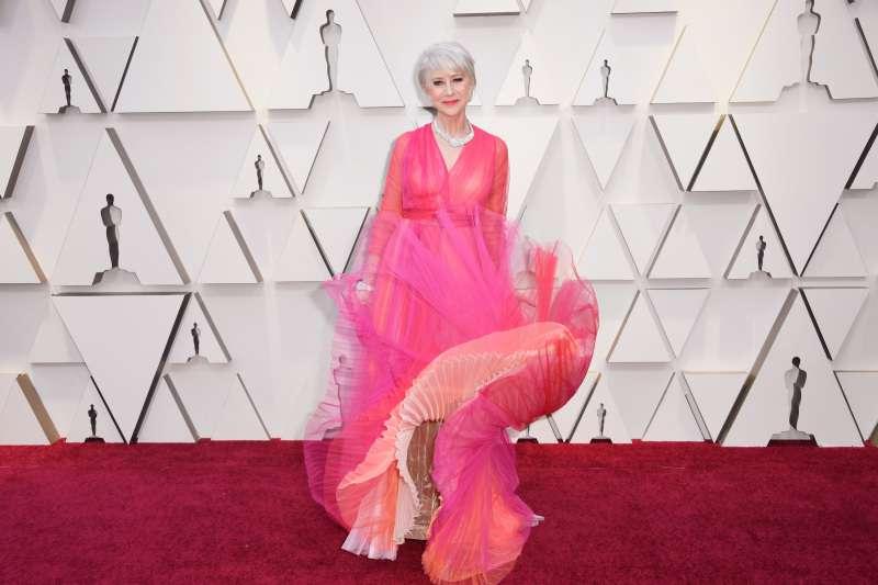 Захоплюючий! Хелен Міррен має феноменальний вигляд у своєму яскравому рожевому сукні з тюлю на червоній килимі Оскара