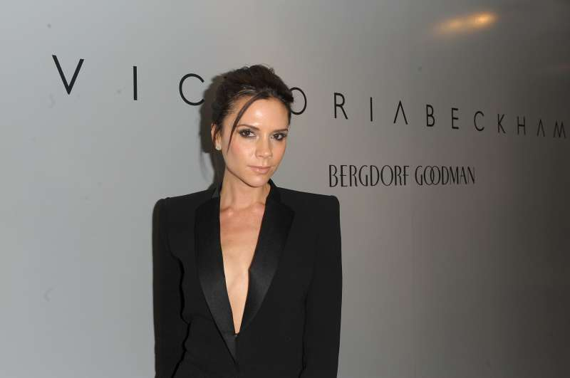 Викторию Бекхэм подвел наряд, подчеркнув складочки подмышкойVictoria Beckham, own brand