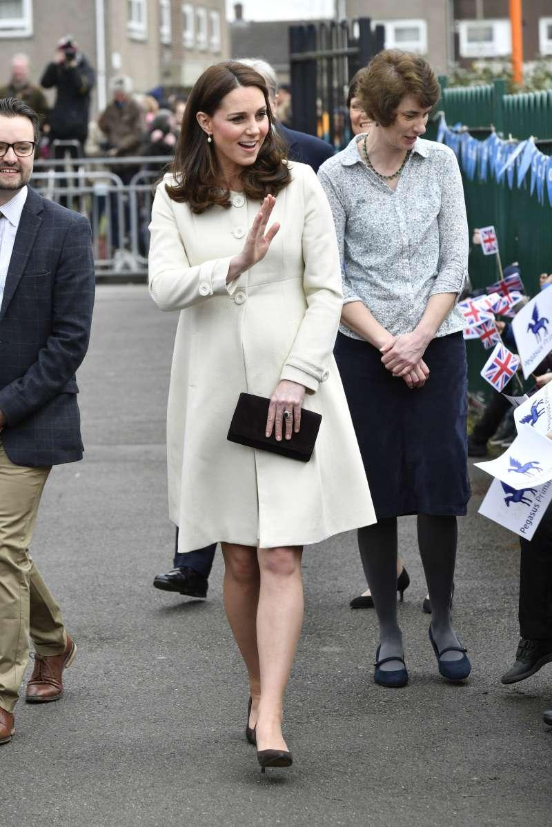 Süße Bäuche! Wie unterscheidet sich der Mutterschaftsstil von Meghan Markle und Kate Middleton?