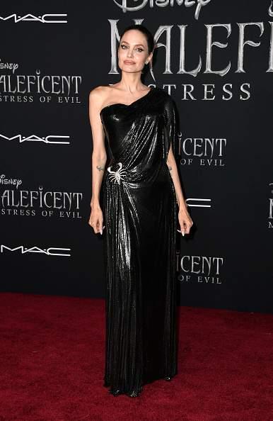 """Bon boulot, Angie : le père d'Angelina Jolie admire sa fille pour son rôle de """"très bonne maman"""" célibataire"""