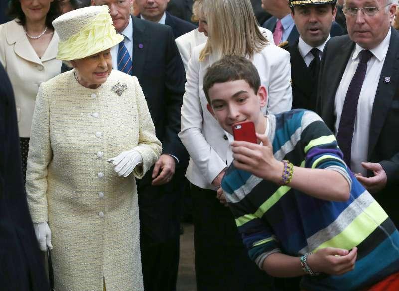Esta son 6 reglas de protocolo constantemente violadas por miembros de la familia real británica