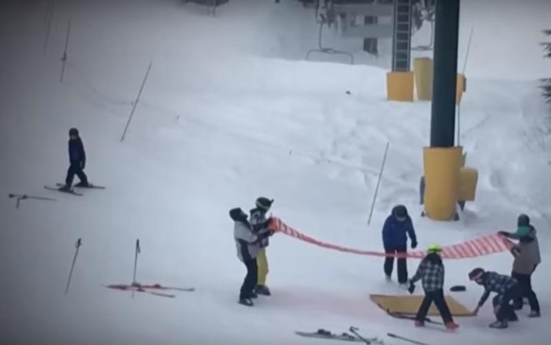 Vidéo : un garçon de 8 ans suspendu dans le vide accroché à un télé-siège est secouru par de courageux adolescents