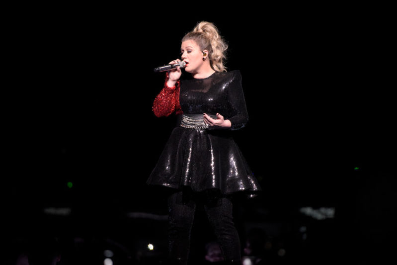 Kelly Clarkson Rocks The Show In A Black-And-Red Glitter Attire Showcasing 40 Lbs-LossKelly Clarkson Rocks The Show In A Black-And-Red Glitter Attire Showcasing 40 Lbs-LossKelly Clarkson Rocks The Show In A Black-And-Red Glitter Attire Showcasing 40 Lbs-Loss