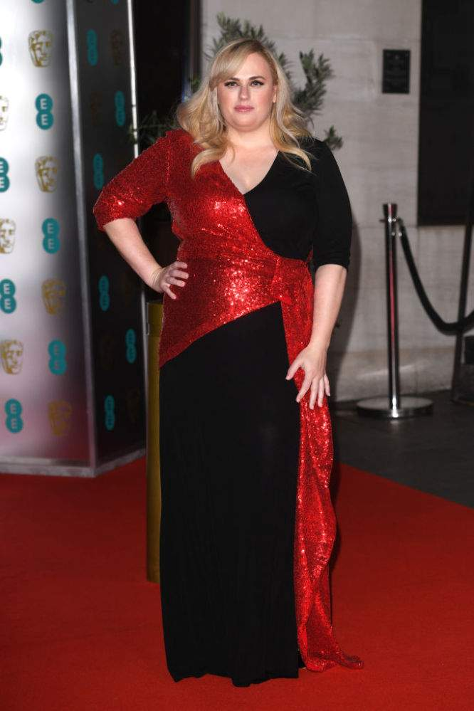 Les réseaux sociaux sous le charme de Rebel Wilson, plus mince qu'auparavant et venue dans une robe moulante aux BAFTA