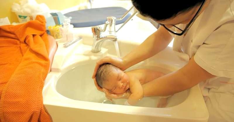 Une infirmière parisienne a développé une nouvelle méthode de bain et elle est des plus adorables