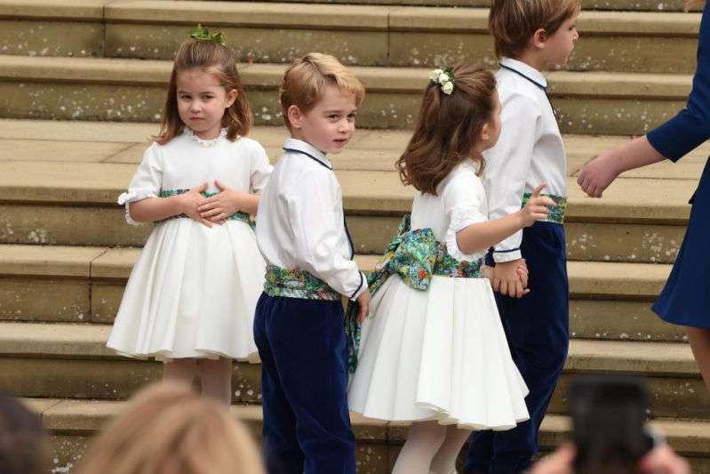 Eles são impossíveis! Príncipe George e Princesa Charlotte roubam a cena no casamento real da Princesa Eugenie!
