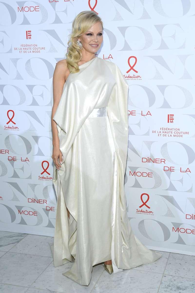 De chica atrevida de los 90 a dama elegante: así ha sido la evolución de estilo de Pamela Anderson