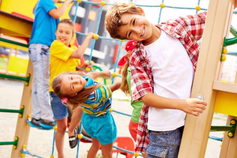 Parents très en colère : leur fils se sectionne un doigt à la garderie. Cette négligence est intolérable !