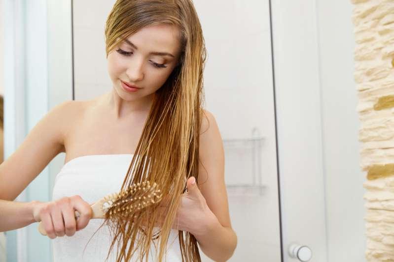 Pourquoi vaut-il mieux éviter d'aller au lit avec les cheveux mouillés ?