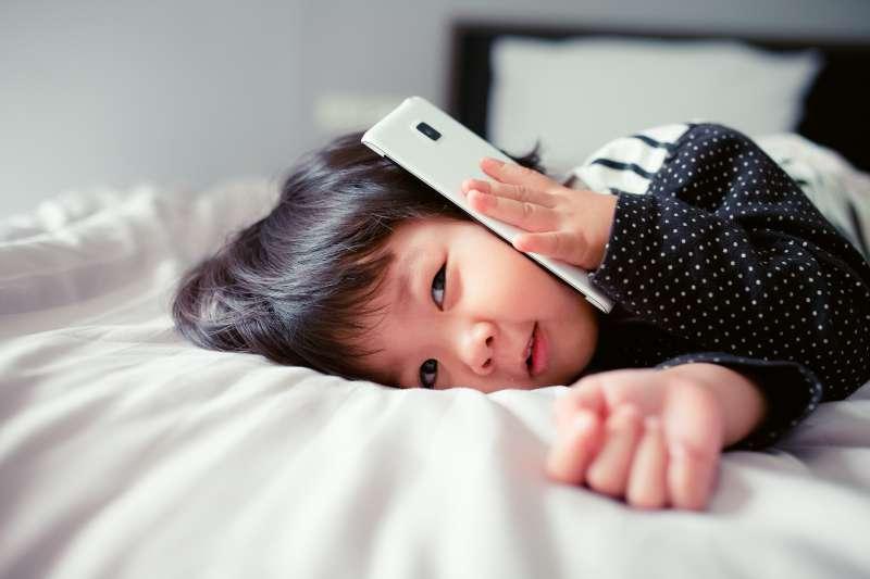Liebe Eltern, schaltet ihr das Wi-Fi in der Nacht aus? Es könnte gefährlicher für eure Kinder sein, als ursprünglich angenommenLiebe Eltern, schaltet ihr das Wi-Fi in der Nacht aus? Es könnte gefährlicher für eure Kinder sein, als ursprünglich angenommenLiebe Eltern, schaltet ihr das Wi-Fi in der Nacht aus? Es könnte gefährlicher für eure Kinder sein, als ursprünglich angenommen
