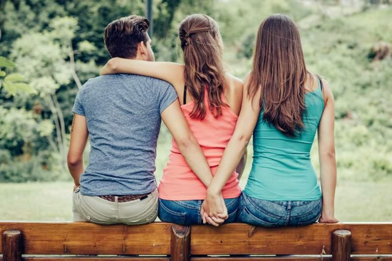 Un couple polyamoureux a divorcé pour que leur nouvelle petite amie commune ne se sente pas exclueUn couple polyamoureux a divorcé pour que leur nouvelle petite amie commune ne se sente pas exclueUn couple polyamoureux a divorcé pour que leur nouvelle petite amie commune ne se sente pas exclueUn couple polyamoureux a divorcé pour que leur nouvelle petite amie commune ne se sente pas exclueUn couple polyamoureux a divorcé pour que leur nouvelle petite amie commune ne se sente pas exclueUn couple polyamoureux a divorcé pour que leur nouvelle petite amie commune ne se sente pas exclue