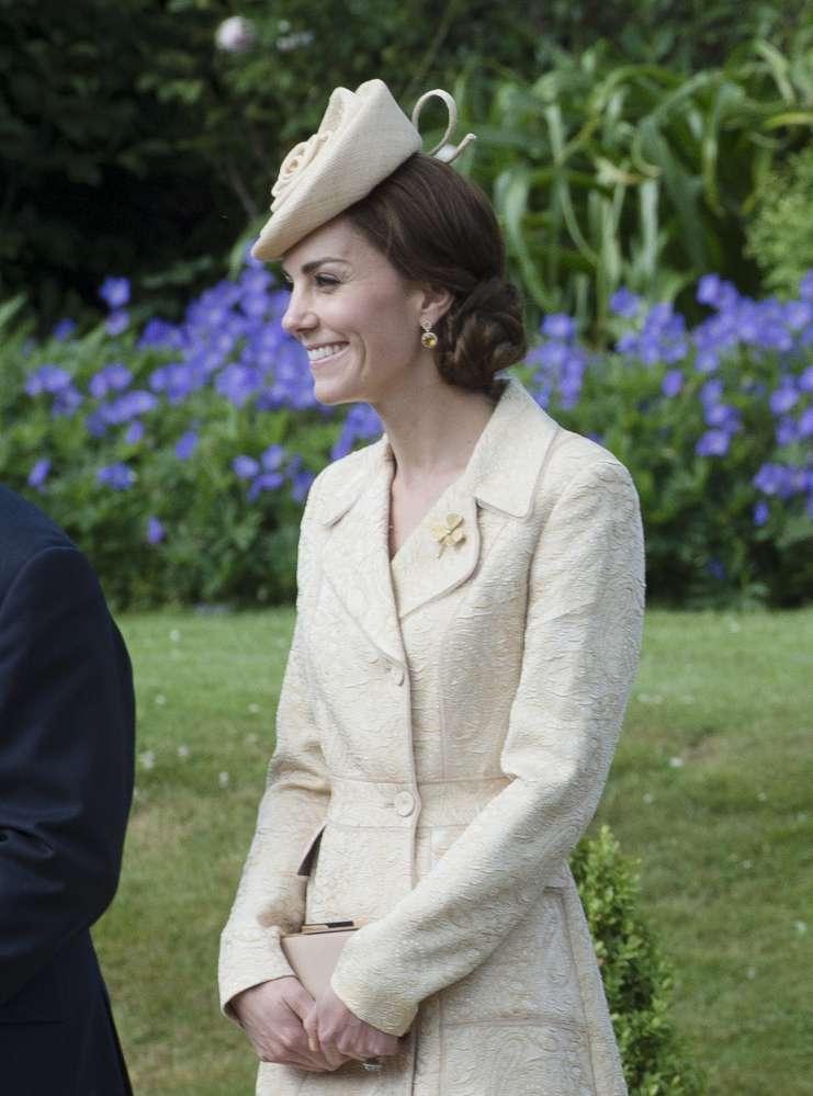 D'une reine à l'autre : Kate Middleton rend hommage à la Reine-Mère lors de son apparition surprise à Londres