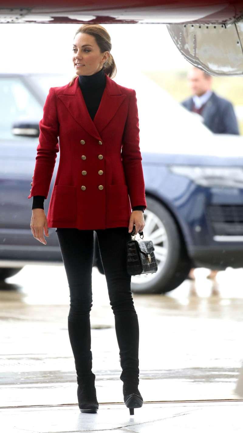 Königin des Stils: Kate Middleton verblüfft uns in einem hochmodischen roten Blazer während ihres Besuchs in Nordwales
