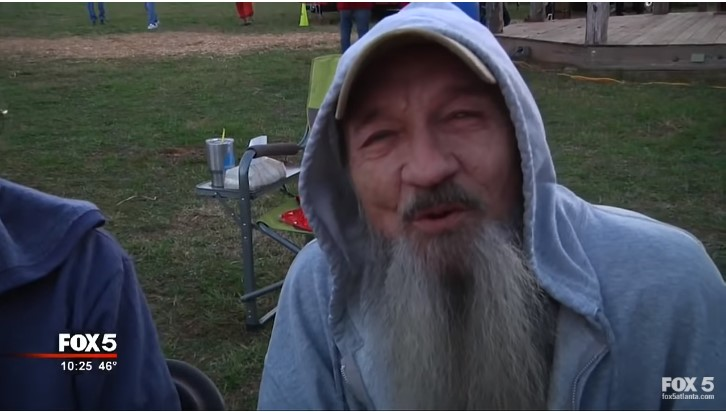 Veteran And His Wife Were Freezing And In Need Of A Home. Then A Group Of Kids Helped Them Build One