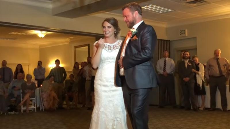 Rührendes Geschenk ihres Bruders ermöglichte es dieser Braut, die Stimme ihres verstorbenen Vaters bei ihrer Hochzeit wieder zu hörendasda