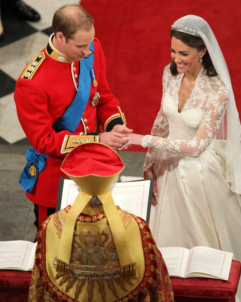 Неугодная невестка: у Елизаветы II были опасения насчет Кейт Миддлтон до ее свадьбы с УильямомНеугодная невестка: у Елизаветы II были опасения насчет Кейт Миддлтон до ее свадьбы с УильямомНеугодная невестка: у Елизаветы II были опасения насчет Кейт Миддлтон до ее свадьбы с УильямомНеугодная невестка: у Елизаветы II были опасения насчет Кейт Миддлтон до ее свадьбы с УильямомНеугодная невестка: у Елизаветы II были опасения насчет Кейт Миддлтон до ее свадьбы с УильямомНеугодная невестка: у Елизаветы II были опасения насчет Кейт Миддлтон до ее свадьбы с Уильямом