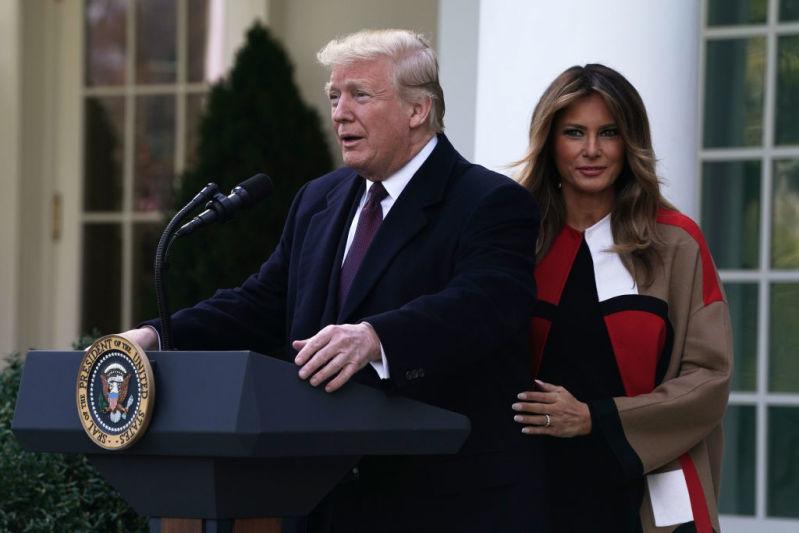 """Мелания Трамп назвала отношения с Дональдом """"невероятной химией с первого дня знакомства""""Мелания Трамп назвала отношения с Дональдом """"невероятной химией с первого дня знакомства""""melania coat"""