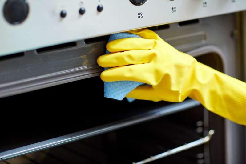 Extreme Reinigungsmethoden, die deinen Ofen in seinem ursprünglichen Glanz erstrahlen lassen