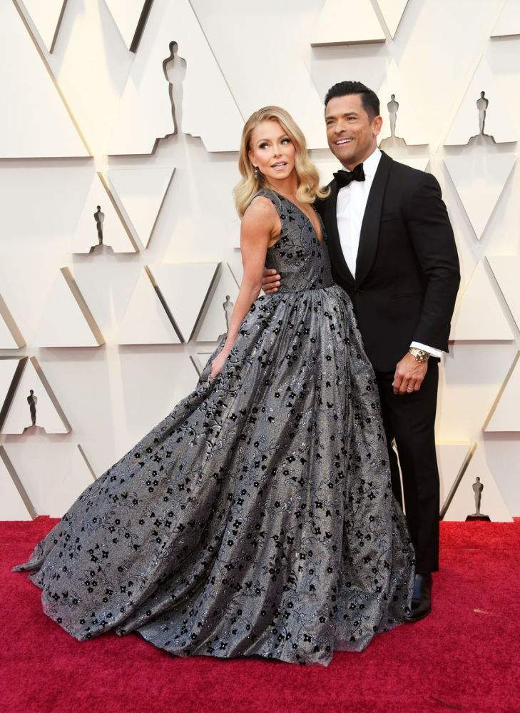 """Fans Can't Get Enough Of Kelly Ripa And Mark Consuelos All Loved Up At Oscars: """"Eternally Youthful Couple!""""Fans Can't Get Enough Of Kelly Ripa And Mark Consuelos All Loved Up At Oscars: """"Eternally Youthful Couple!""""Fans Can't Get Enough Of Kelly Ripa And Mark Consuelos All Loved Up At Oscars: """"Eternally Youthful Couple!""""Fans Can't Get Enough Of Kelly Ripa And Mark Consuelos All Loved Up At Oscars: """"Eternally Youthful Couple!"""""""