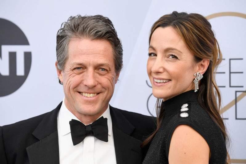 Hugh Grant fue nominado, pero su esposa le robó el show en los Emmy 2019 con su impactante vestido de dragón