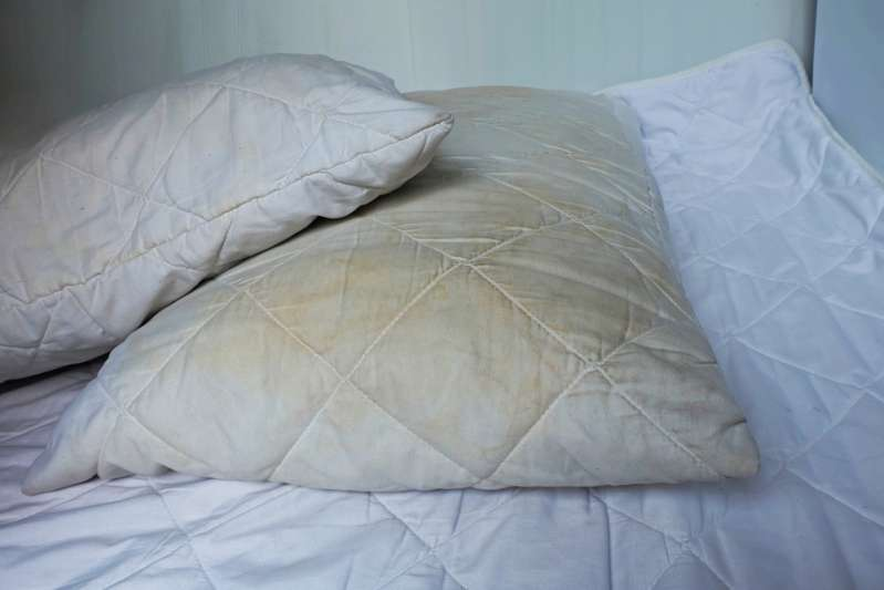 How To Remove Stubborn Yellow Stains On A Pillow FastHow To Remove Stubborn Yellow Stains On A Pillow Fast
