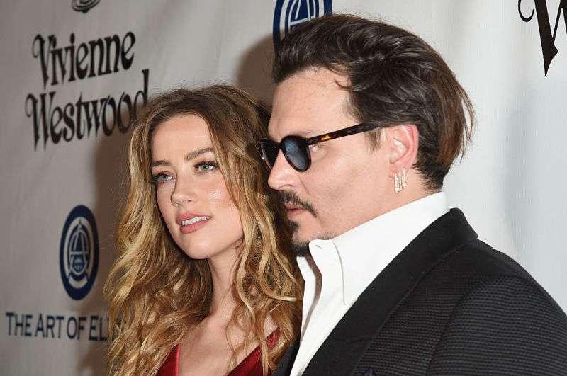 Captaron a Johnny Depp con su nueva novia, una joven 30 años menor que él que podría ser su hijaCaptaron a Johnny Depp con su nueva novia, una joven 30 años menor que él que podría ser su hija