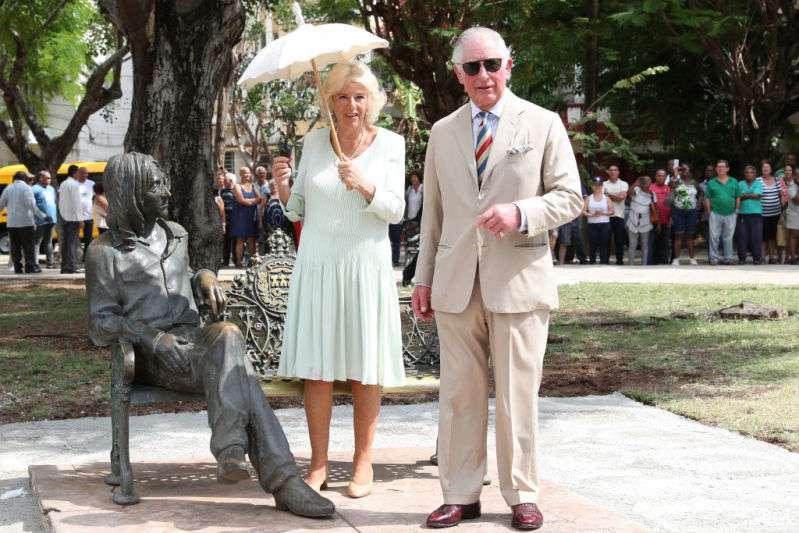 Camilla n'est-elle pas ravissante en blanc ? La duchesse nous montre ses plus beaux looks