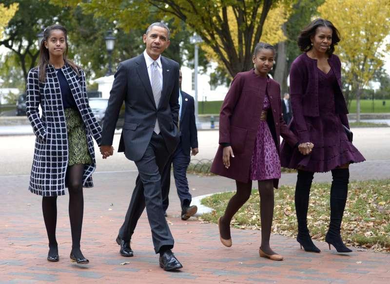 """Michelle Obama critique Trump dans une interview à cœur ouvert : """"Il mettait en danger la sécurité de ma famille"""""""
