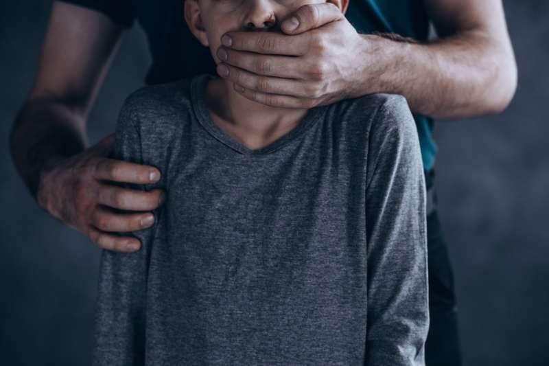 Мать заподозрили в инсценировке исчезновения собственной 2-месячной дочери. Почему родители идут на такое?