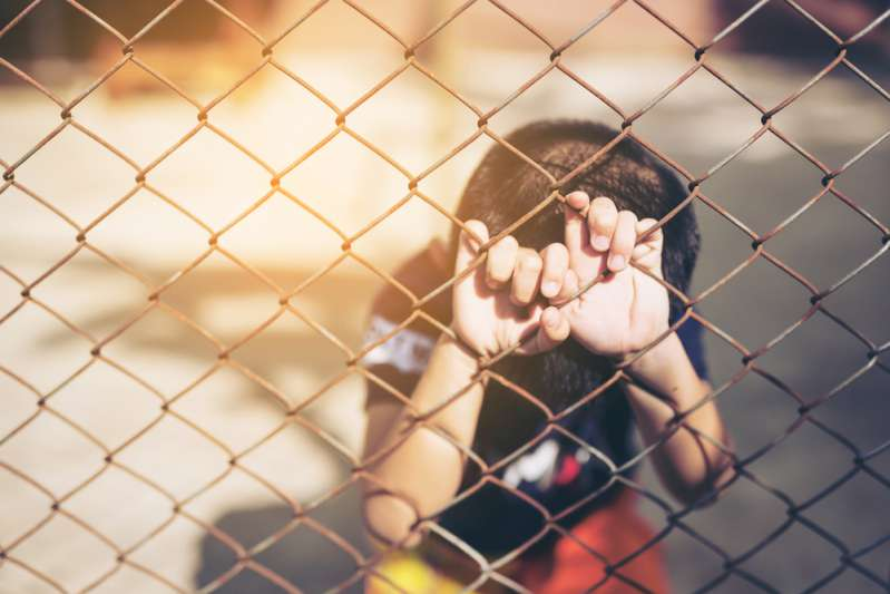 Harcèlement par des enseignants : puni gratuitement, un garçon autiste de 11 ans a dû rester tout seul dehors