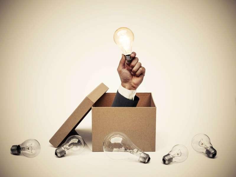 Непростая математическая загадка: какие два числе будут следующими?hand of a businessman holding a turned on light bulb coming out from a brown paper box