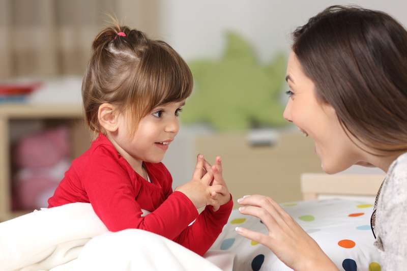 Ces parents étaient perplexes lorsque leur fille de 20 mois a atteint la puberté et a eu ses premières règles