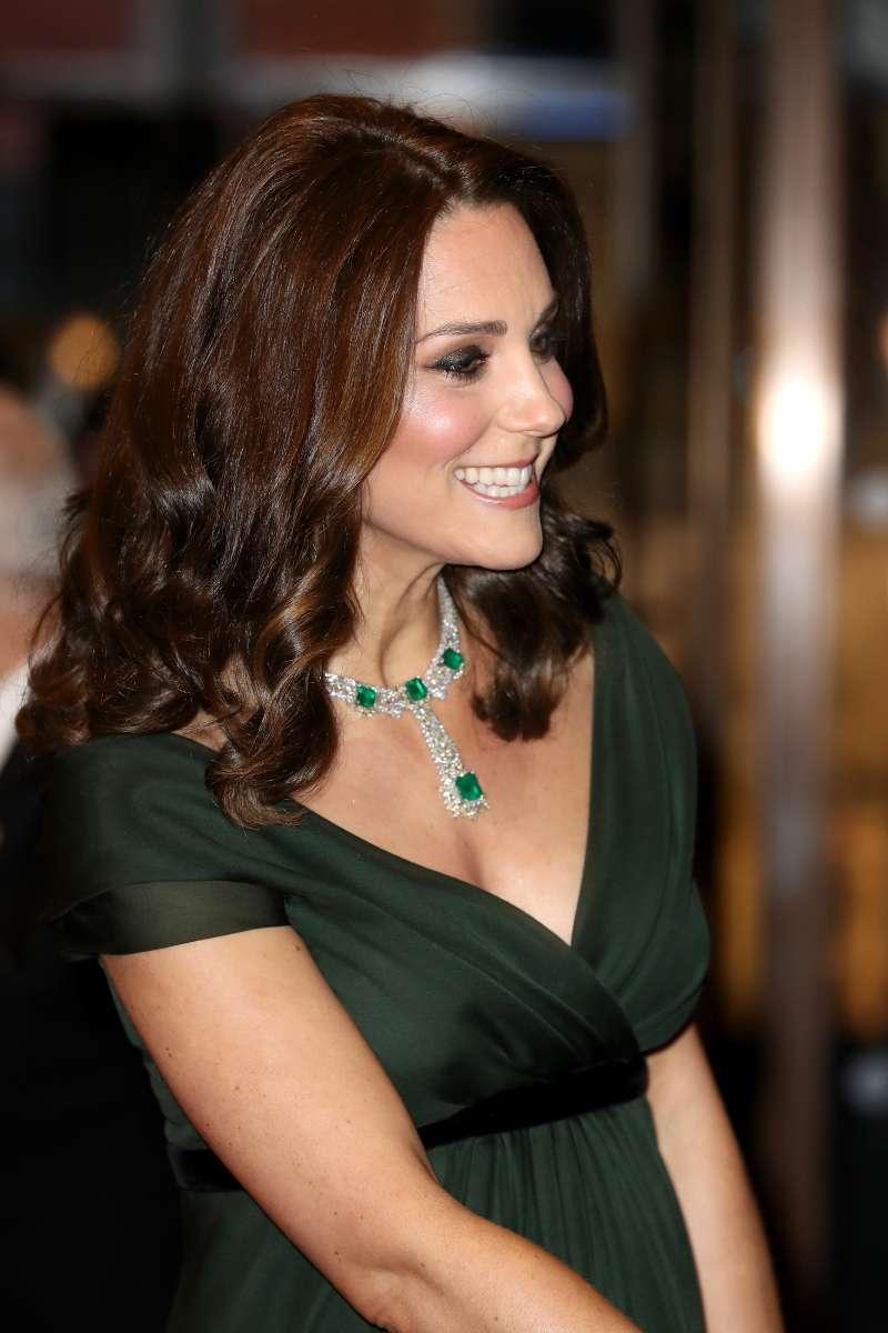 Vous souvenez-vous de cette robe controversée que Kate Middleton a porté lors d'une cérémonie de remise de prix ?