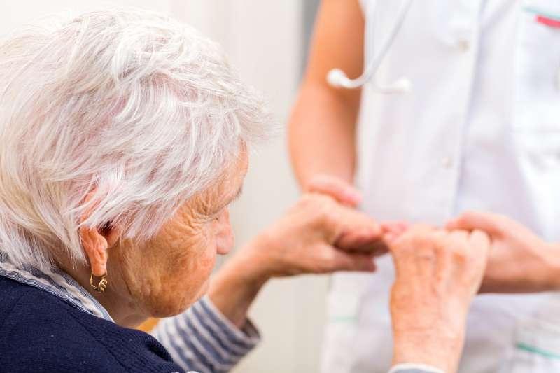 Vous avez l'habitude de faire la sieste ? Cela peut s'avérer dangereux pour les personnes âgées !