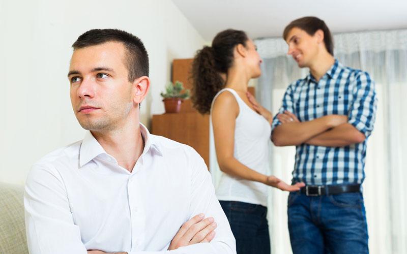 5 señales inequívocas de que estás con un hombre extremadamente celoso y que no te convienesdaasds