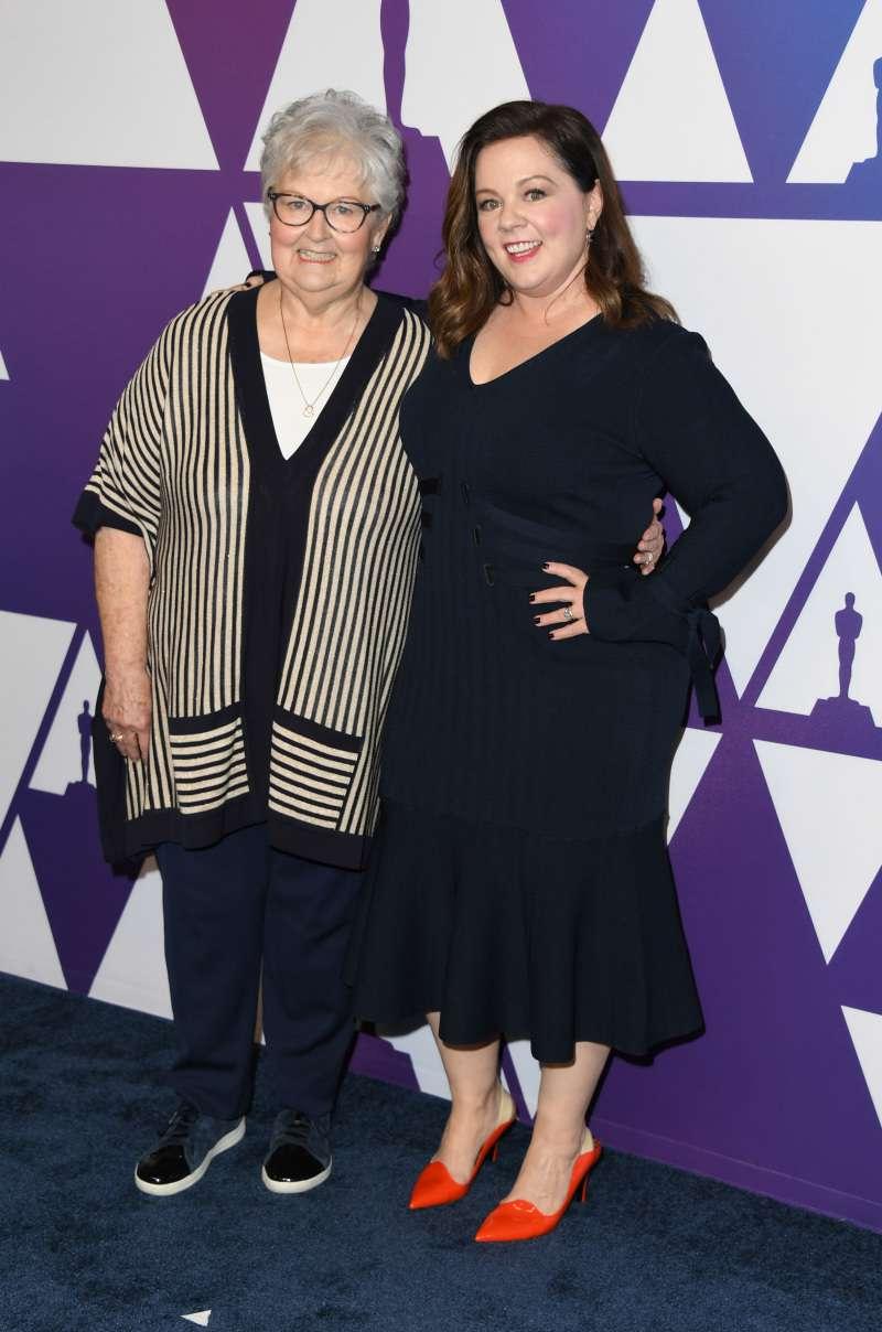 Amincie de plus de 20 kg, Melissa McCarthy est resplendissante au déjeuner des Oscars au côté de sa mère