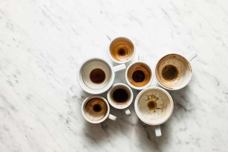 Un truco simple que puede ayudar a eliminar esas rebeldes manchas de café en las tazas