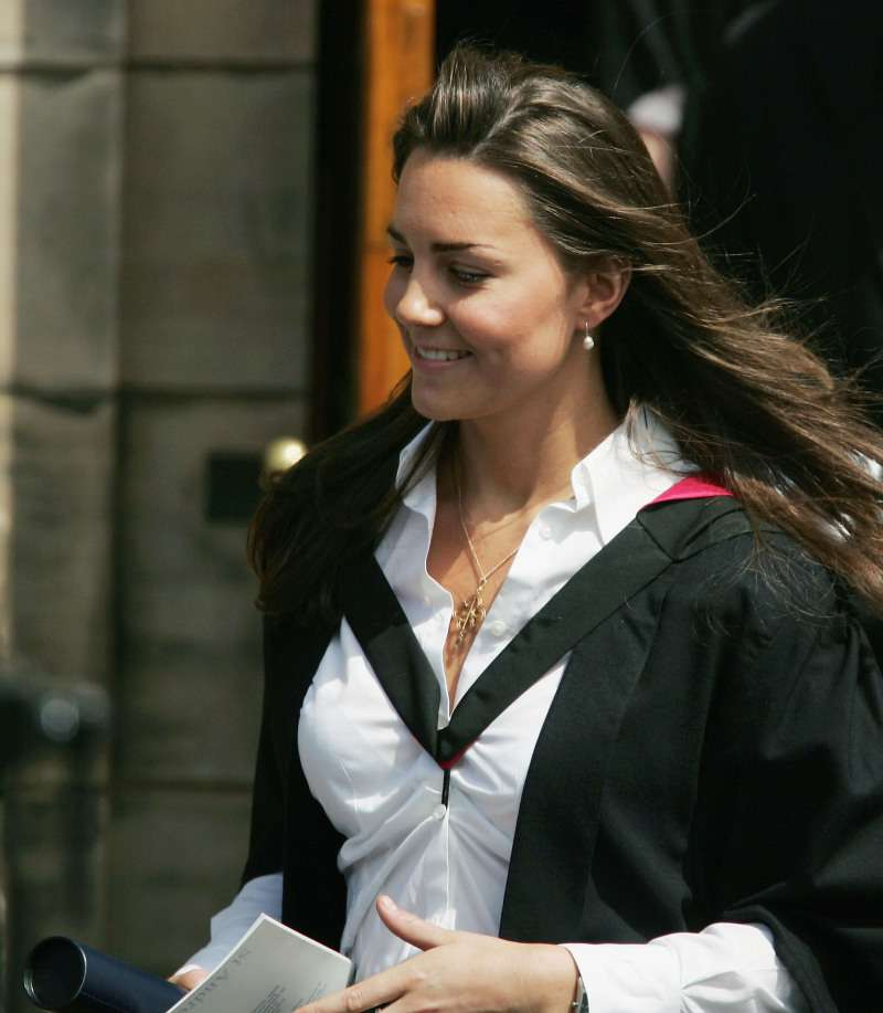 Из пацанки в герцогини: как Кейт Миддлтон одевалась до свадьбы с принцем Уильямом?Kate Middleton leaves Younger Hall after her graduation ceremony, June 23, 2005 in St Andrews, Scotland