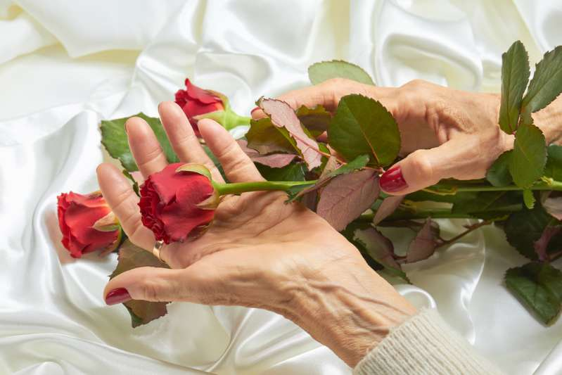 Statistics Don't Lie: Women In Their 70s Are The HappiestOld woman holding a red rose