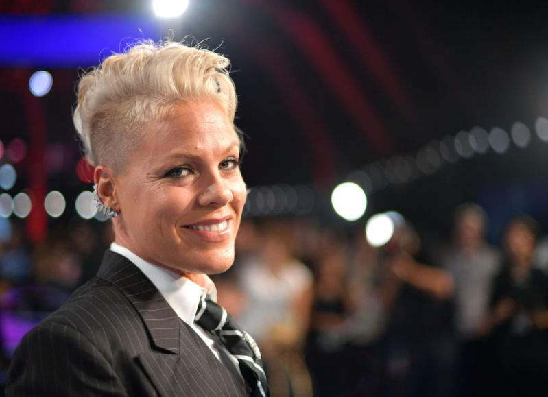 """Pink Makes A Bold Move And Shaves Off Her Hair, Declaring That She's """"Letting Go""""Pink Makes A Bold Move And Shaves Off Her Hair, Declaring That She's """"Letting Go""""Pink Makes A Bold Move And Shaves Off Her Hair, Declaring That She's """"Letting Go"""""""